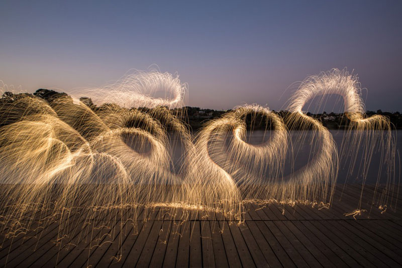 long exposure light paintings with fireworks by vitor schietti (4)