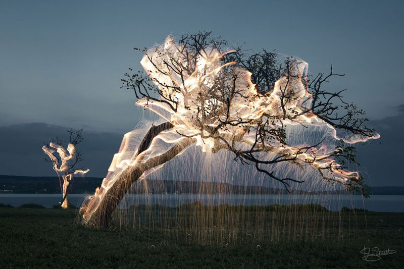 long exposure light paintings with fireworks by vitor schietti (8)