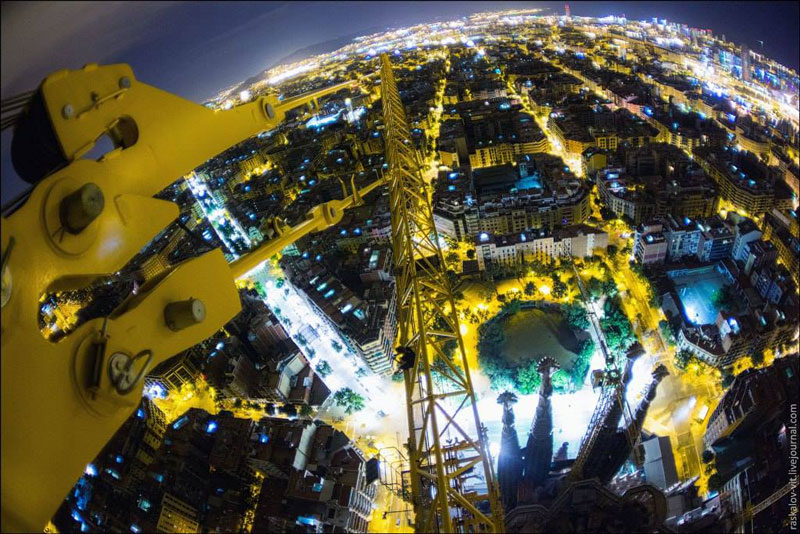 view from top of sagrada familia vitaliy raskalov on the roofs (7)