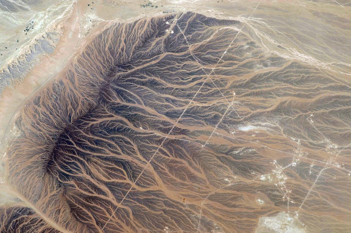 Fingerprints-of-Water-on-the-Sand