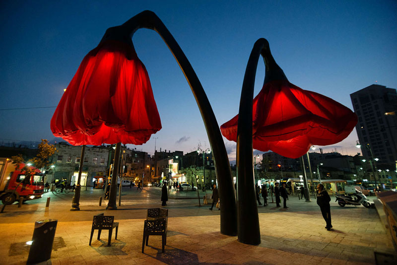 Interactive Flower Lights That Bloom When People Approach by HQ Architects (4)