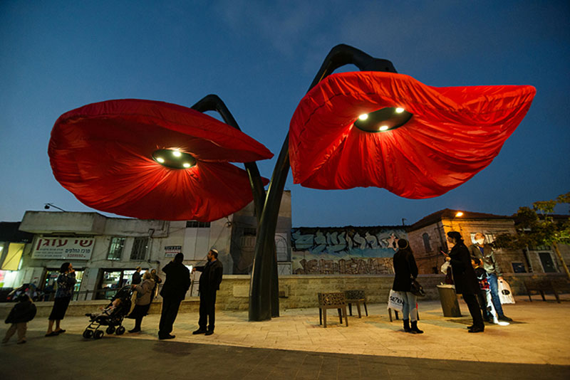Interactive Flower Lights That Bloom When People Approach by HQ Architects (9)