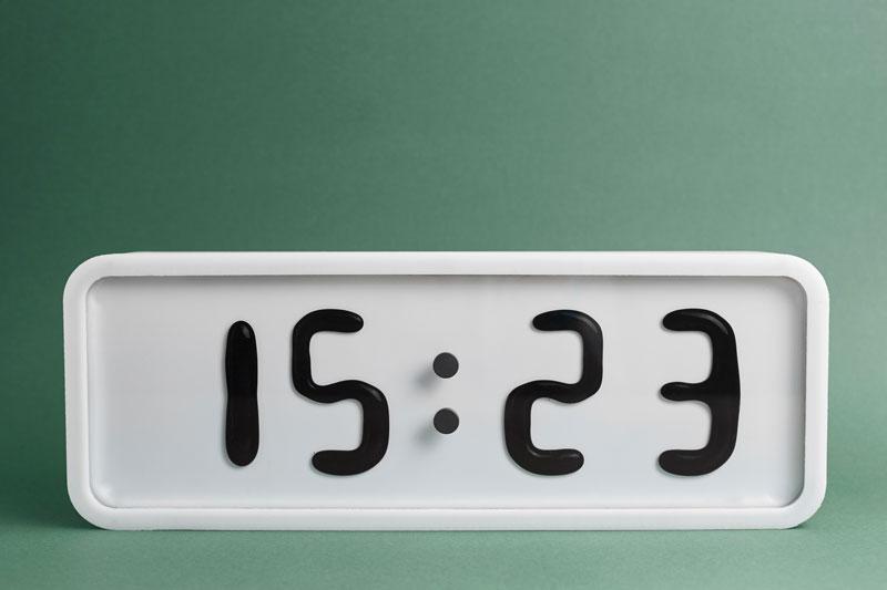 Rhei-Electro-Mechanical-Clock-with-Liquid-Display-Mangets-Ferrofluids-(15)