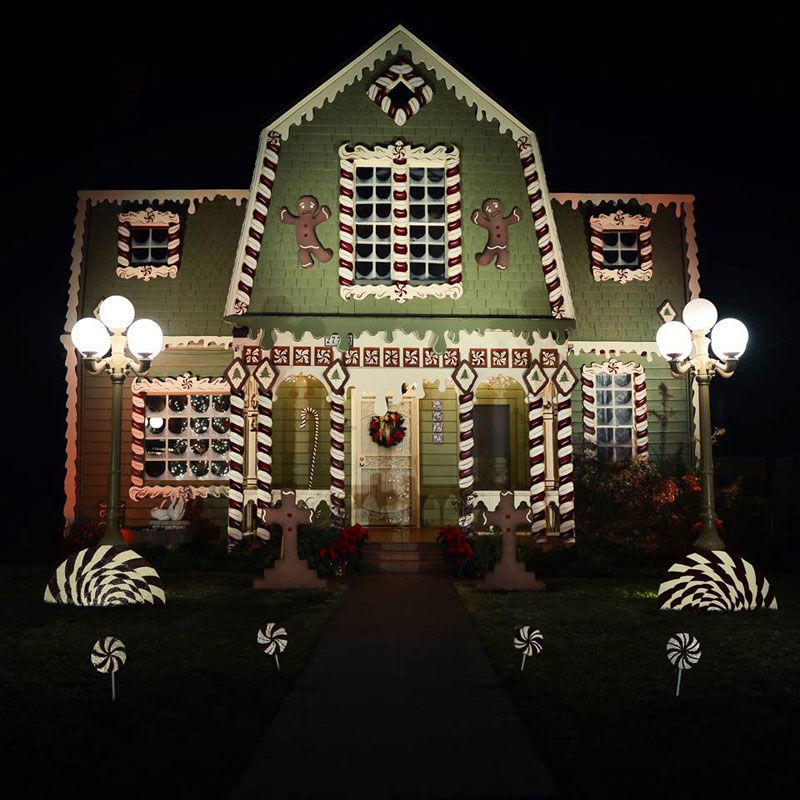Christine McConnell Decorates Her Parents House for Christmas (4)