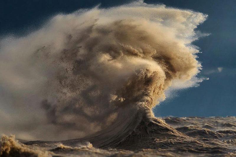 crashing waves liquid mountains by dave sandford (4)