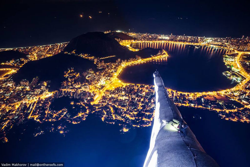 Daredevils Document Their Night Time Ascent of Rio's Christ the Redeemer (1)