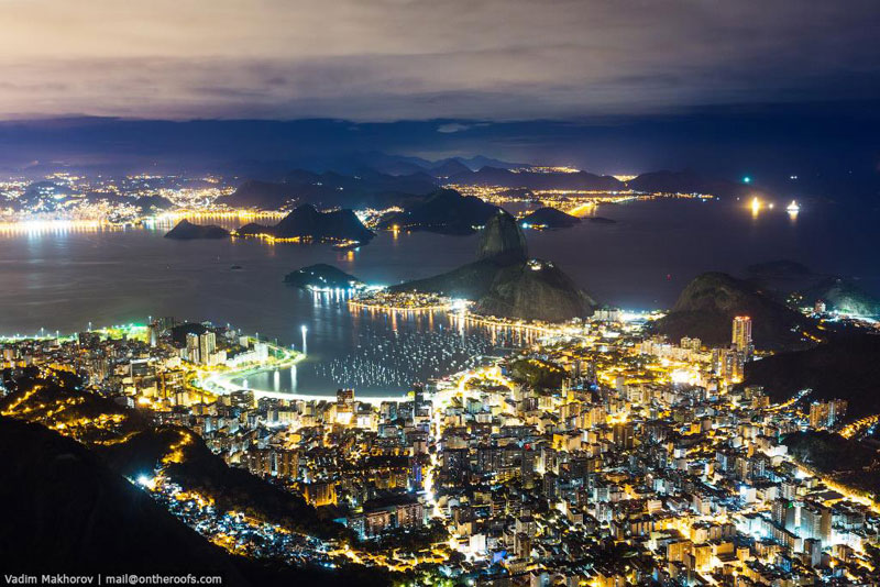 Daredevils Document Their Night Time Ascent of Rio's Christ the Redeemer (2)