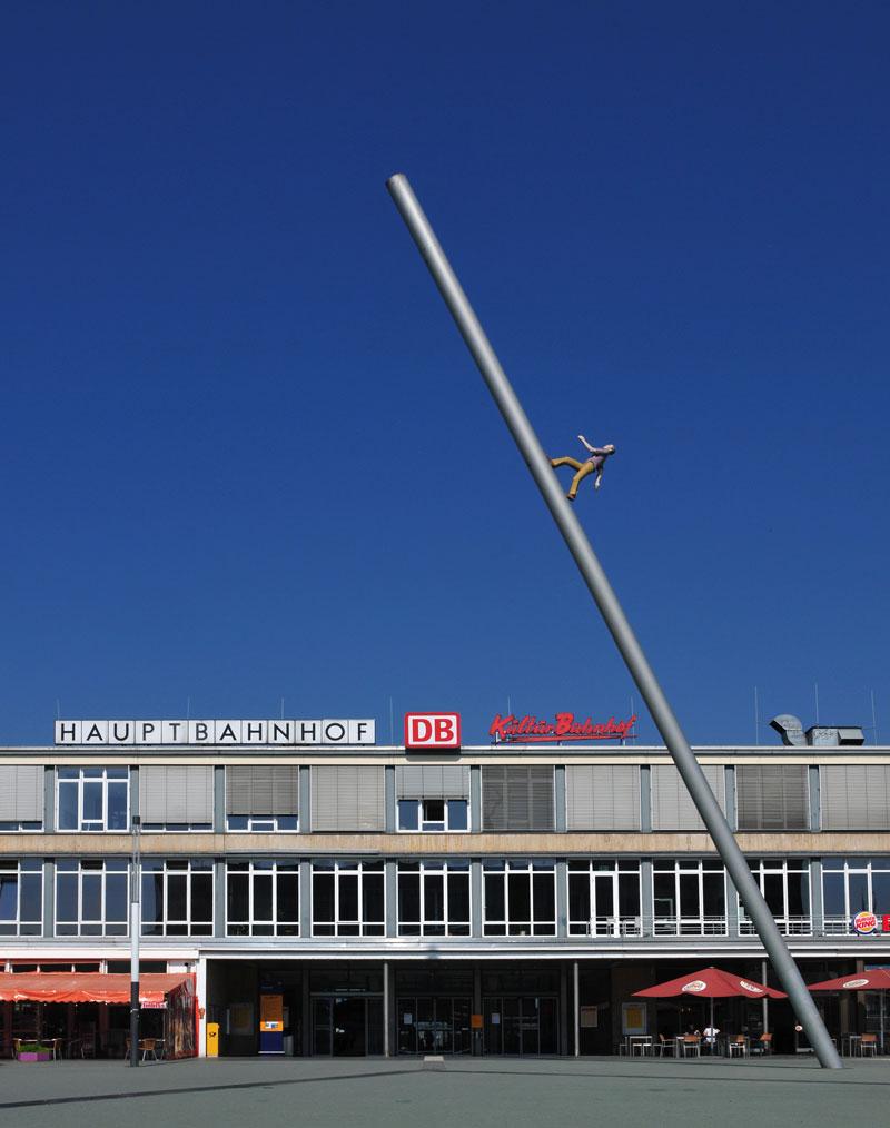 man walking to the sky kassel german by jonathan borofsky Picture of the Day: Walking to the Sky