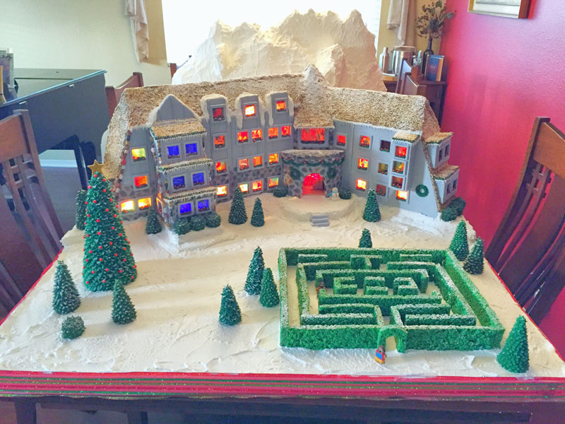 faimly makes ginerbread replica of the hotel from the shining (1)