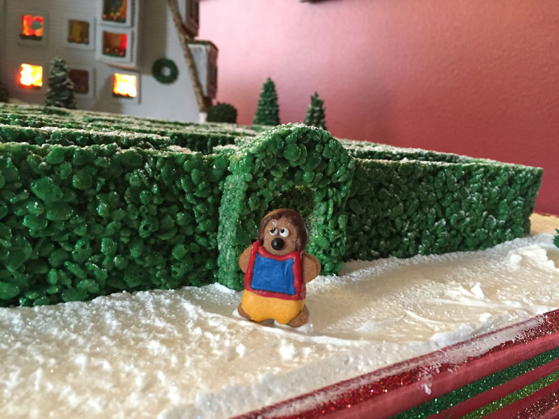 faimly makes ginerbread replica of the hotel from the shining (21)