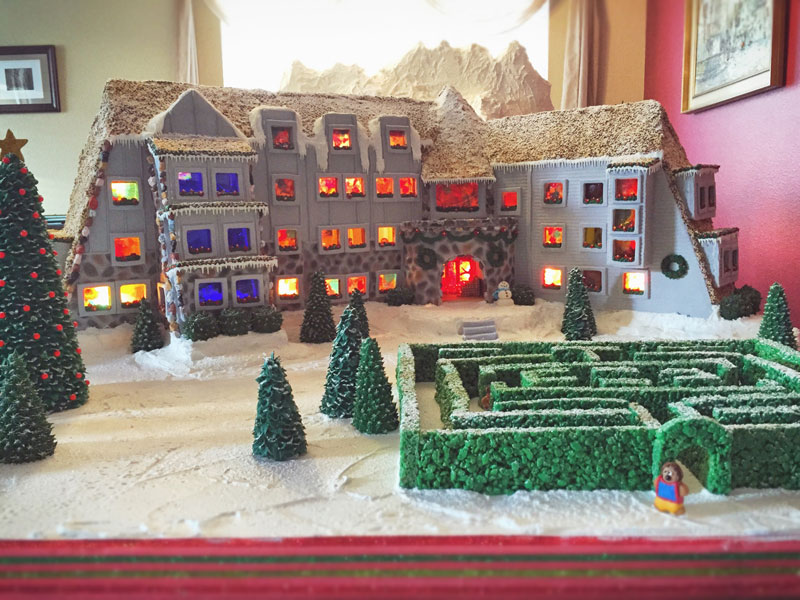 faimly makes ginerbread replica of the hotel from the shining (23)