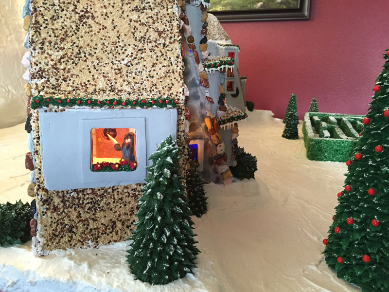 faimly makes ginerbread replica of the hotel from the shining (6)