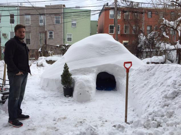 guy builds igloo lists on airbnb for 200 brooklyn new york (5)