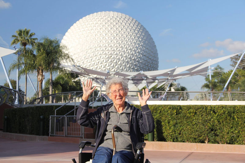 90-Year-Old Woman Chooses Epic Road Trip With Family Over Cancer Treatment (11)