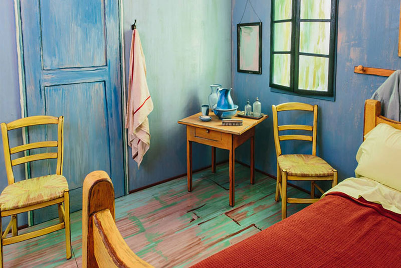 AIC Museum Recreates Van Gogh Bedroom Painting and Puts it on Airbnb (5)