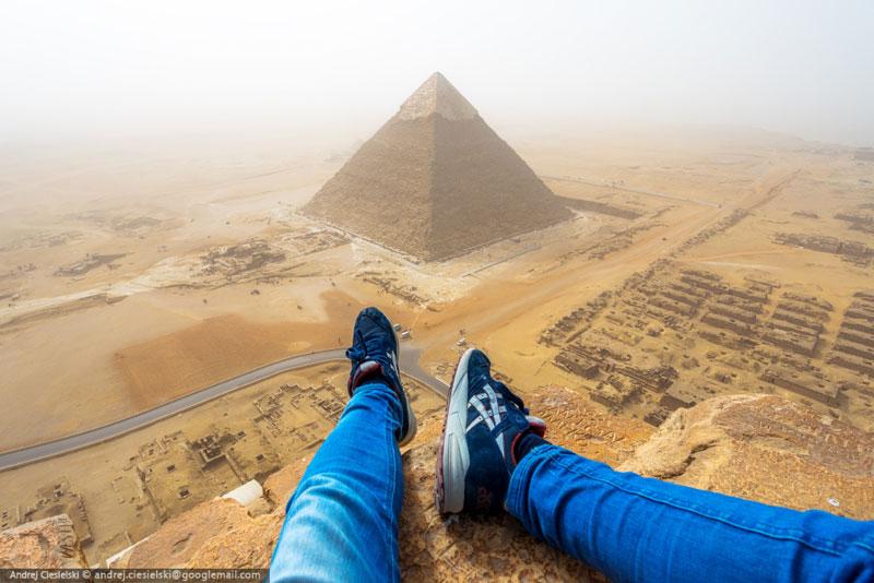 Andrej Ciesielski illegally scales giza pyramid (3)