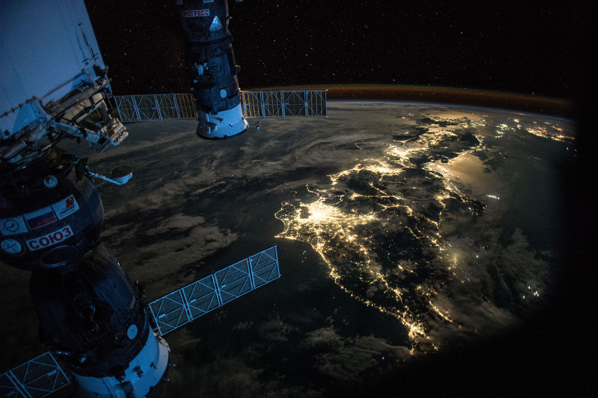 best pics from year in space nasa scott kelly (9)
