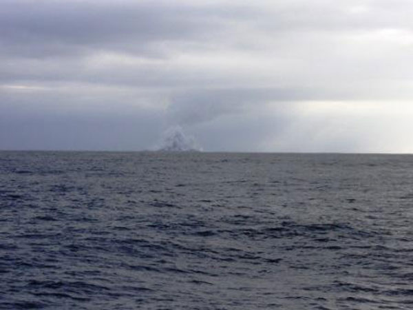boaters witness birth of an island underwater volcano (10)