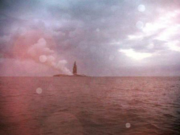 boaters witness birth of an island underwater volcano (17)