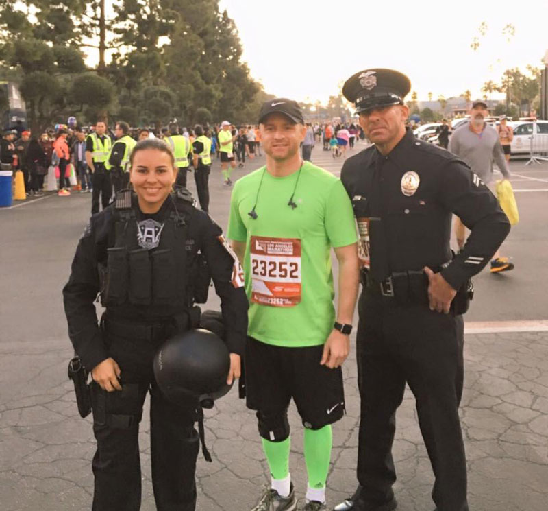 officer runs la marathon in full tactical gear for charity Picture of the Day: Officer Runs Marathon in Full Tactical Gear for Charity