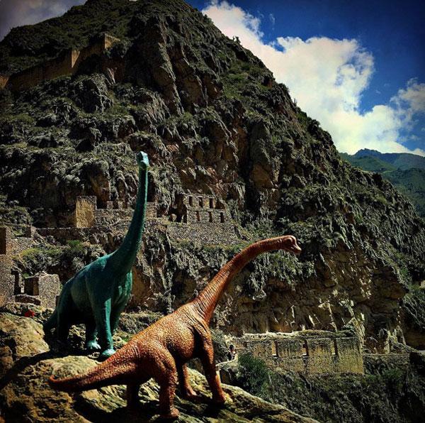 toy dinosaur photo series by jorge saenz (7)