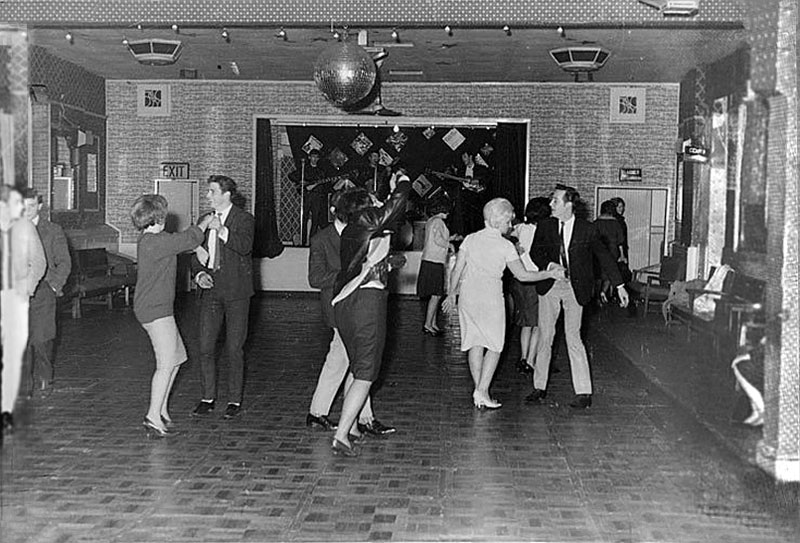 Candid Photos from the Time the Beatles Played to a Crowd of 18 People (2)