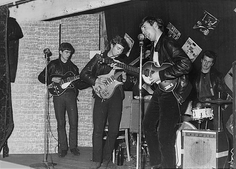 Candid Photos from the Time the Beatles Played to a Crowd of 18 People (5)