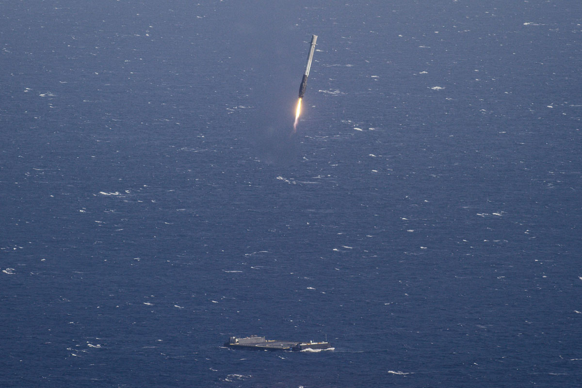 SpaceX Rocket Makes Historical Landing After Delivering Payload to ISS (3)