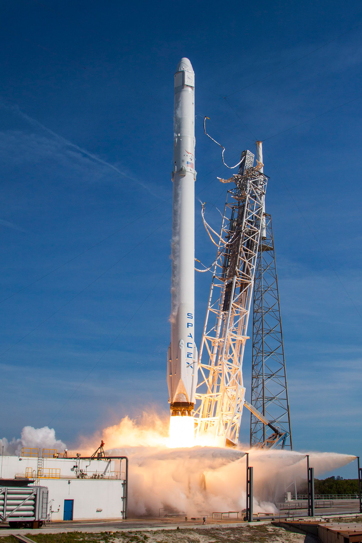 SpaceX Rocket Makes Historical Landing After Delivering Payload to ISS (4)