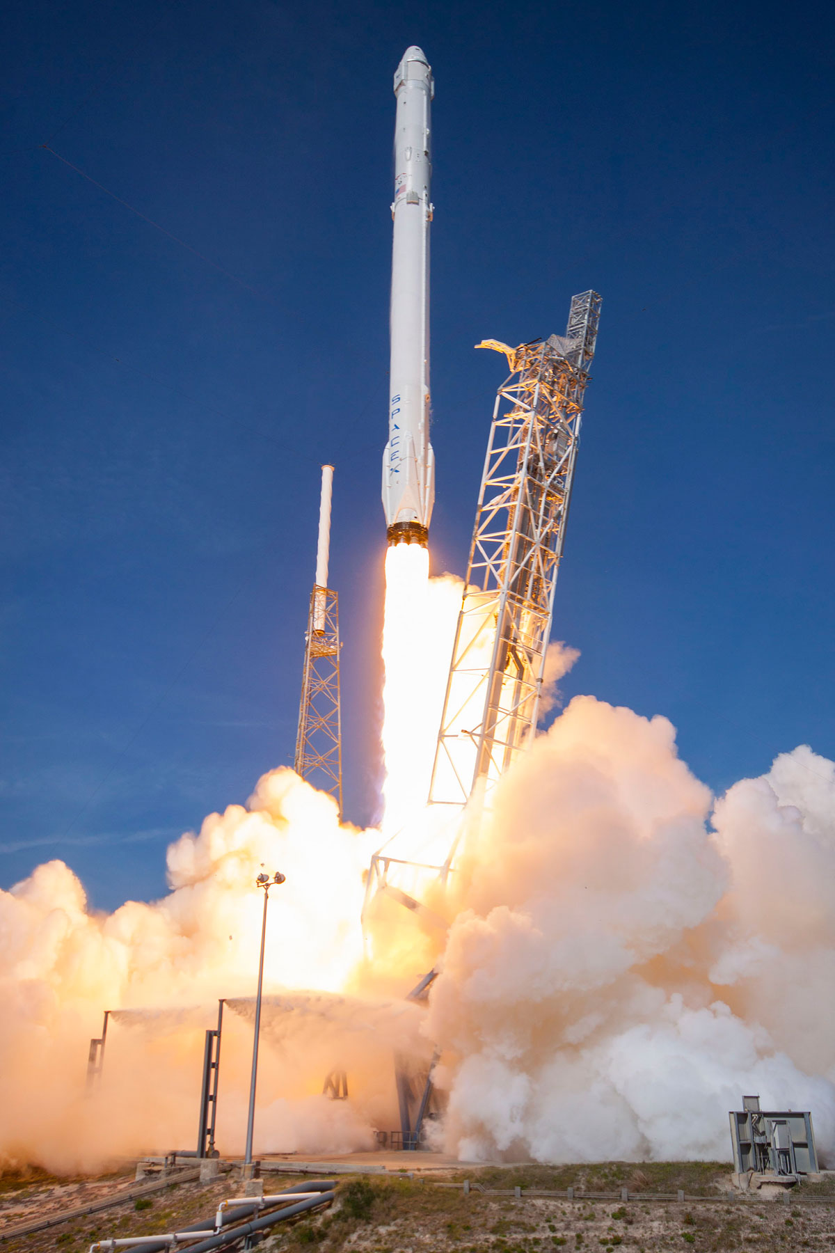 SpaceX Rocket Makes Historical Landing After Delivering Payload to ISS (9)