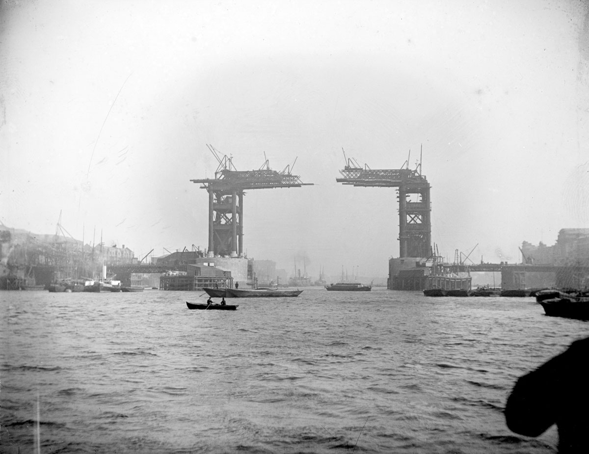 TPTM_14_Tower_Bridge_1889_BW