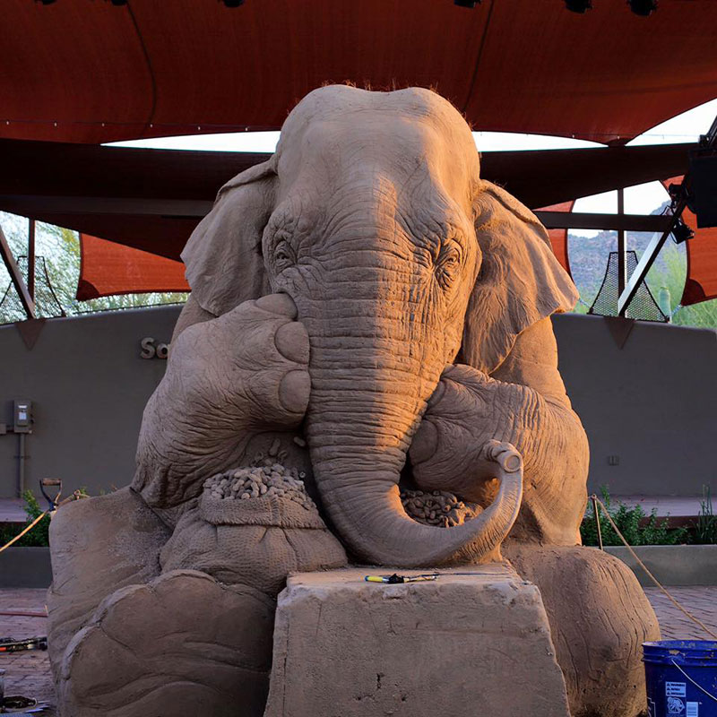elephant playing chess with mouse sand sculpture by ray villfane and sue beatrice (6)