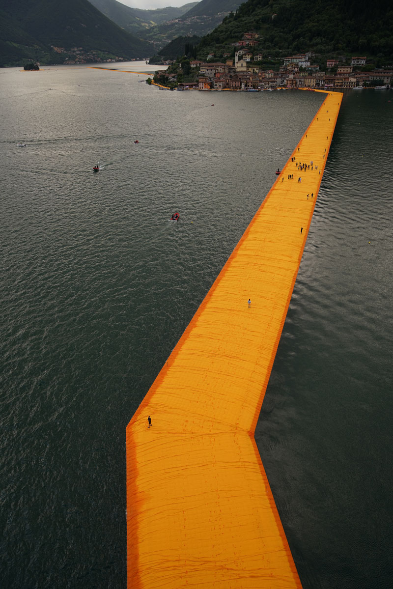 CHRISTO AND JEANNE-CLAUDE FLOATING PIERS LAKE ISEO ITALY (17)