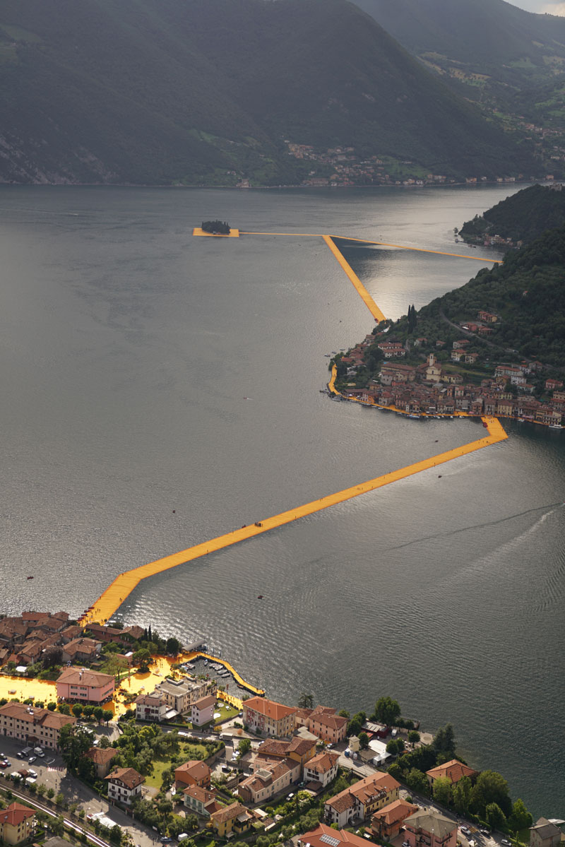 CHRISTO AND JEANNE-CLAUDE FLOATING PIERS LAKE ISEO ITALY (18)