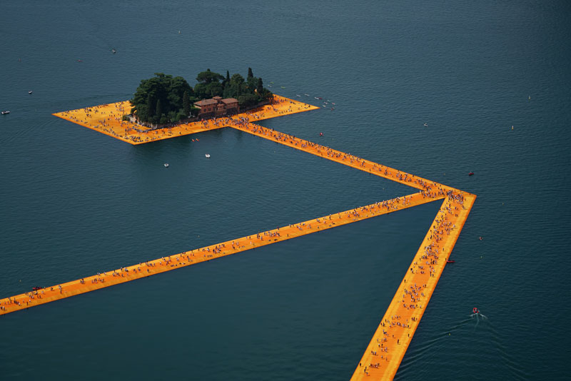 CHRISTO AND JEANNE-CLAUDE FLOATING PIERS LAKE ISEO ITALY (6)