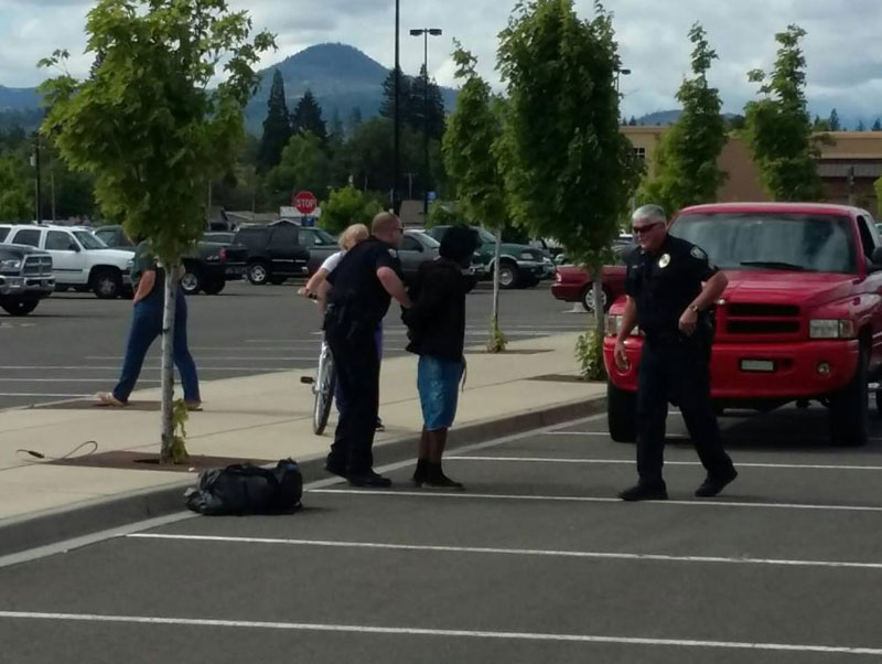 Guy on Horse Lassoes Bike Thief in a Wal-Mart Parking Lot (1)