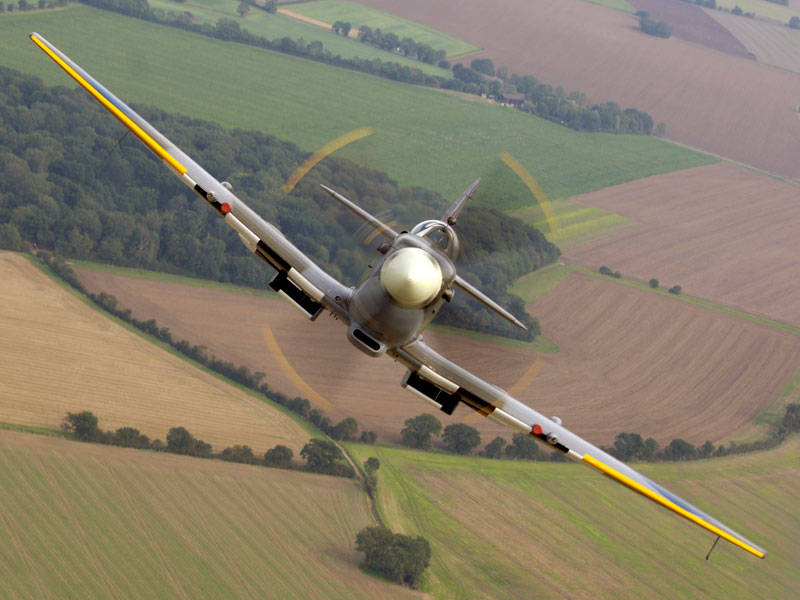Air_to_air_image_of_a_Spitfire,_taken_over_RAF_Coningsby