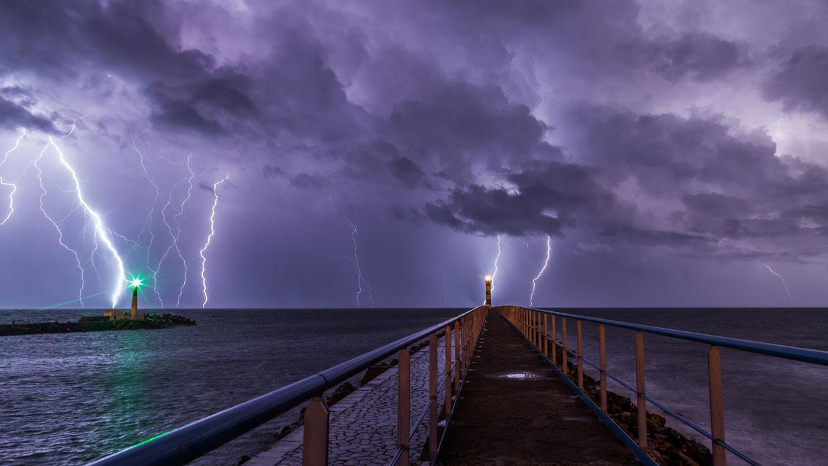 long-exposure-lightning-storm_Port-la-Nouvelle-france