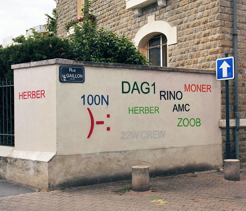 Street Artist Mathieu Tremblin Makes Graffiti Legible By Rewriting Them in Plain Text (9)