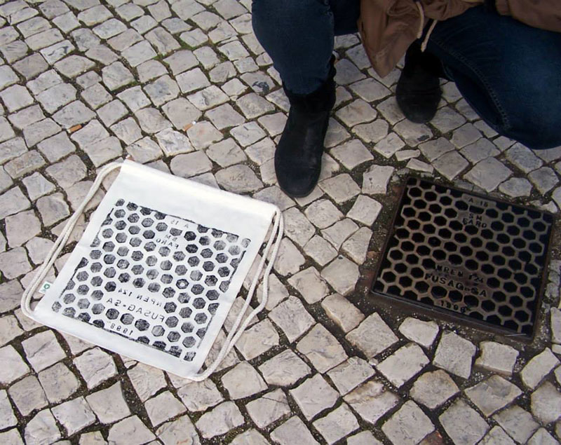 Raubdruckerin Guerilla Printing Manhole Covers Onto Shirts and Bags (1)