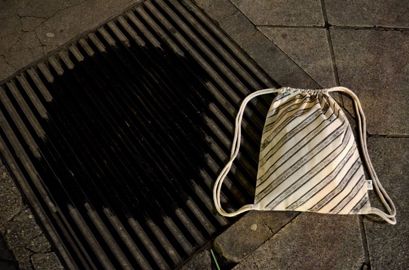 Raubdruckerin Guerilla Printing Manhole Covers Onto Shirts and Bags (3)