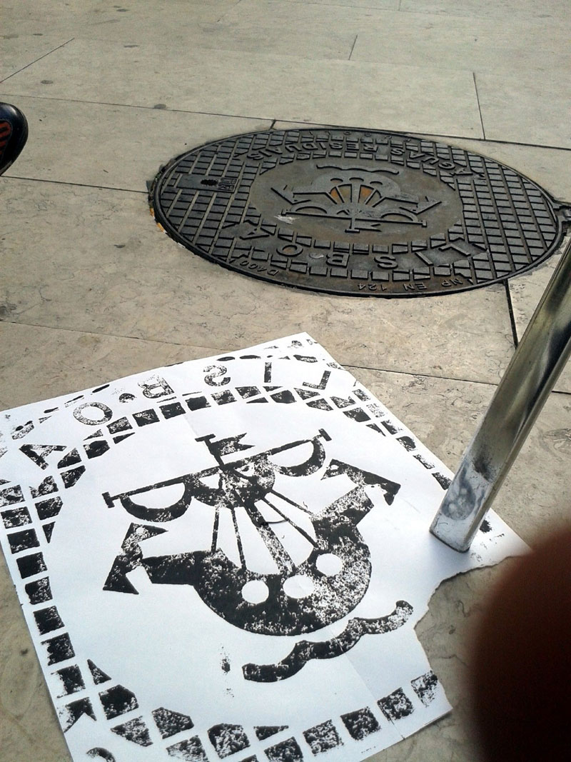 Raubdruckerin Guerilla Printing Manhole Covers Onto Shirts and Bags (5)