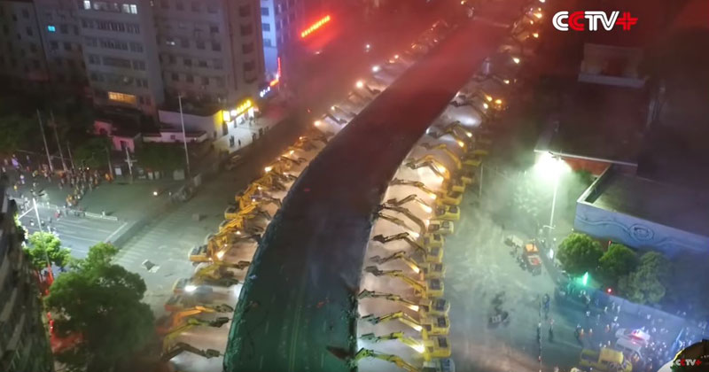Watch 116 Excavators Demolish an Aging Overpass in a Single Night