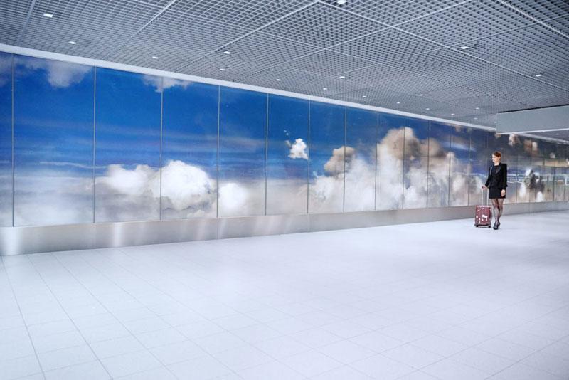 beyond by daan roosegaarde schiphol airport netherlands 10 Artist Unveils Worlds Largest Lenticular Print at Schiphol Airport