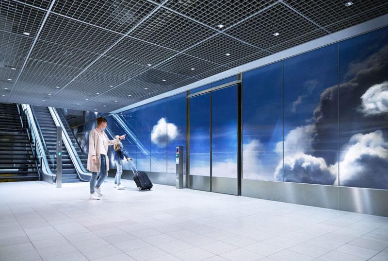 beyond by daan roosegaarde schiphol airport netherlands 12 Artist Unveils Worlds Largest Lenticular Print at Schiphol Airport