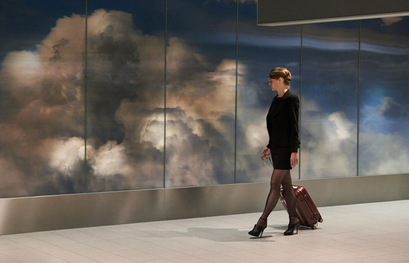 beyond by daan roosegaarde schiphol airport netherlands 3 Artist Unveils Worlds Largest Lenticular Print at Schiphol Airport