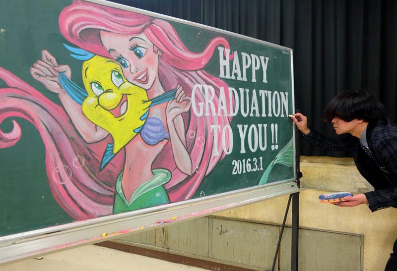 chalkboard drawings by hirotaka hamasaki 1 Teacher Delights Students With Incredible Chalkboard Drawings