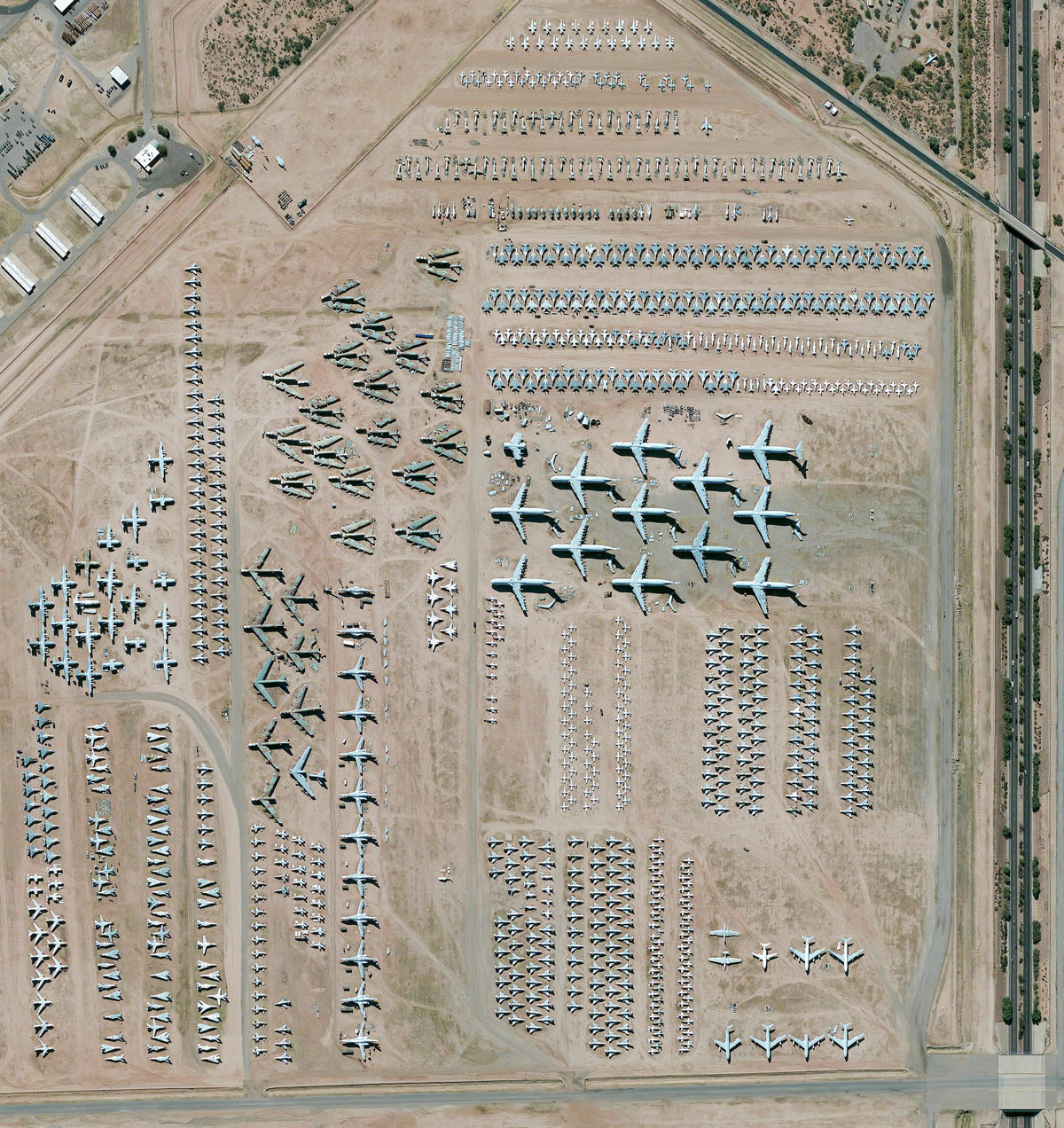 01 davis monthan air force base aircraft boneyard 15 High Res Photos That Will Give You a New Perspective on Earth