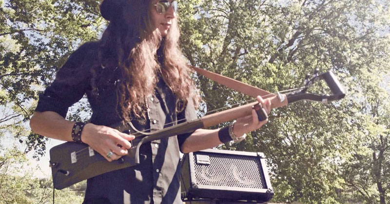 Shredding on a Shovel With Three Strings Attached