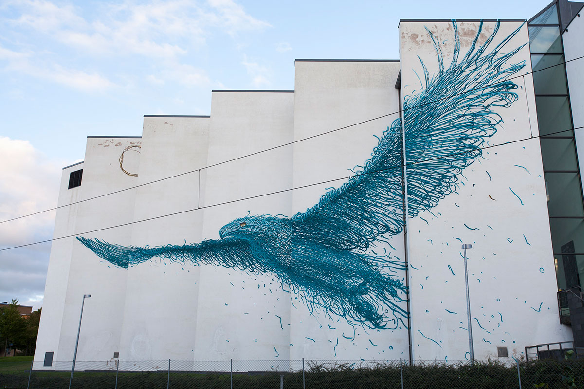 bird street art by daleast in boras sweden 20151 Picture of the Day: Big Bird in Sweden